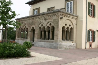 Romanische Halle am Bibliotheksflügel