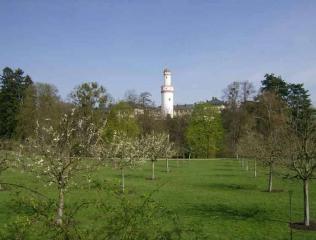 Blick über das Mirabellenquartier zum Schloss