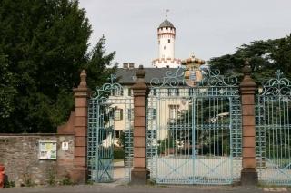 Blick von der Dorotheenstraße auf Schloss mit Weißem Turm
